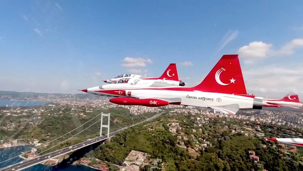 Türk Yıldızları'nın İstanbul'u selamlaması galerisi resim 1