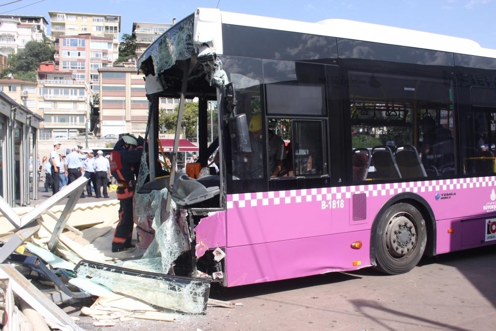Kabataş İskelesinde otobüs faciası: 30 yaralı galerisi resim 1
