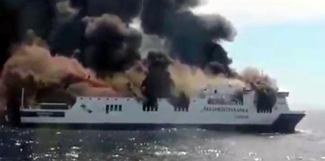 İspanya'da feribotta yangın çıktı galerisi resim 1