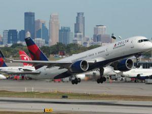 Motor arızası Delta uçağını geri döndürdü