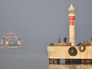 Çanakkale Boğazı'nda sis nedeniyle deniz ulaşımı aksadı