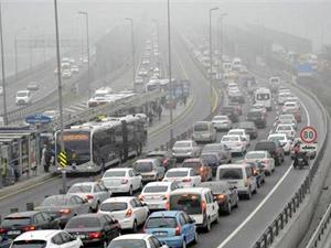 İstanbul'da sis ulaşımı etkiledi
