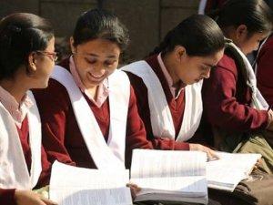 Hindistan'da 1,6 milyon öğrencinin sınavı iptal edildi