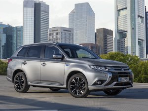 """Mitsubishi Motors, """"Outlander PHEV"""" Avrupa tanıtımını gerçekleştirdi"""