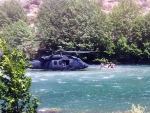 Pilot nehre indi, yolcular kurtuldu