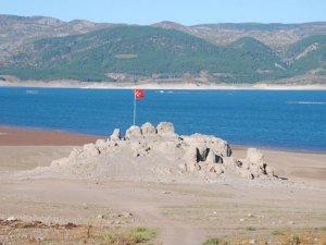 Tekne ile gidilebilen kayalık ortaya çıktı