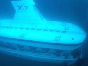 Turistik denizaltı 'Nemo' bakıma alındı