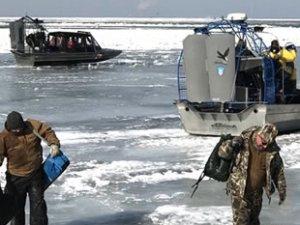 ABD'de Erie Gölü'nde mahsur kalan 46 balıkçı kurtarıldı