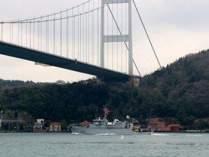 Fransız mayın gemisi Boğaz'dan geçti