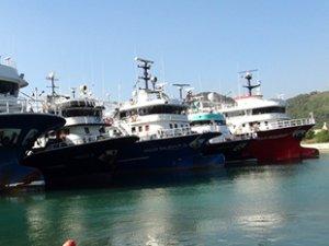 Fırtınadan kaçan 100 balıkçı teknesi, Gazipaşa Yat Limanı'na sığındı