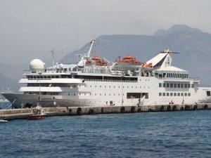 Alanya'ya ilk kruvaziyer gemisi demir attı