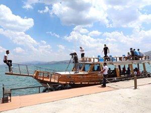 Hazar Gölü'nde tekne turları başladı