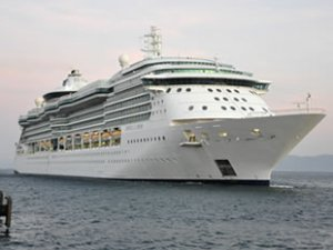Royal Caribbean Cruisses, 3 yıl sonra Kuşadası'na geldi