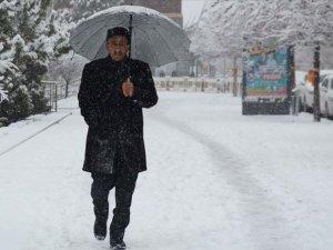 Erzurum, Ağrı, Kars ve Ardahan'da kar yağışı etkili oluyor