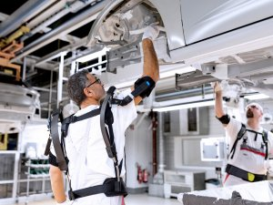 Audi'den iki yeni robotik kıyafet: EXOSKELETON