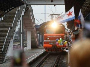 Kırım Köprüsü'nden ilk tren geçti