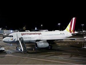 3 günlük grev kararının ardından 180 uçuş iptal edildi