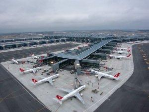Şiddetli rüzgar, İstanbul Havalimanı'nda seferleri olumsuz etkiliyor