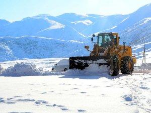 Kar yağışı nedeniyle bazı il, ilçe ve köylerde ulaşım sağlanamıyor