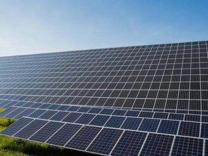 Sincan Uygur Özerk Bölgesi'nin ilk güneş enerji santrali çalışmaya başladı