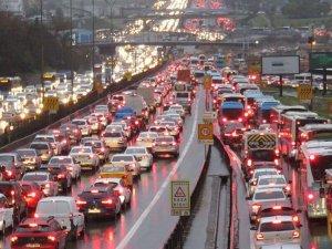 İstanbul'da trafik, yağış sebebiyle durma noktasına geldi