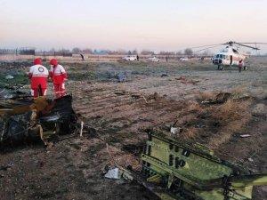 İran'da 180 kişi taşıyan yolcu uçağı düştü