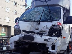 Tramvay durağında kaza