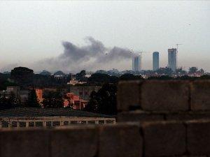 Hafter güçleri, Mitiga Havalimanı'nı vurdu