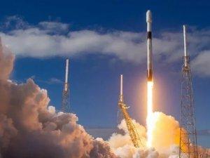 SpaceX, uzaya 60 uydu birden gönderdi