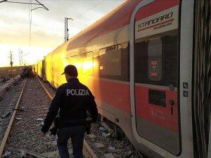 İtalya'da yüksek hızlı tren raydan çıktı
