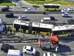 Avcılar'da metrobüs kazası