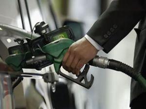 Benzin fiyatlarına 10 kuruş zam geldi