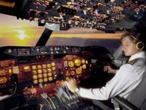 Pilot uçağın tuvaletinde mahsur kaldı
