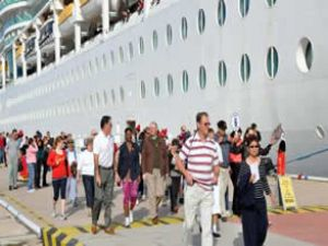 Kuşadası Limanı'nın hedefi 700 bin turist