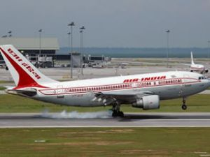 Uçaktaki elmalar hızlanan uçağı durdurdu