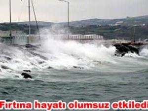 Şiddetli fırtına deniz ulaşımını etkiledi