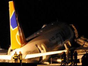 Windjet uçağı iniş sırasında pistten çıktı