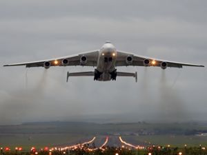 """Dünyanın en büyük kargo uçağı """"Mriya"""""""