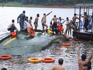 Ganji nehrinde yolcu gemisi devrildi