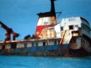 Kris adlı yük gemisinin enkazı çıkarılıyor