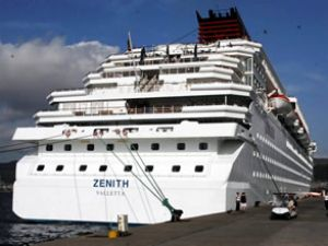 Zenith adlı gemi Marmaris Limanı'na geldi