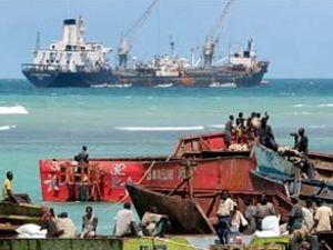 Korsanlar, Keummi 305 adlı gemiyi kaçırdı