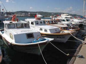 Yat Limanı'nda teknelere zarar veriliyor