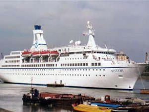Yolcu gemisi Astor, Kepez Limanı'na geldi