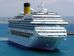 Dev yolcu gemileri Marmaris'i ziyaret ediyor