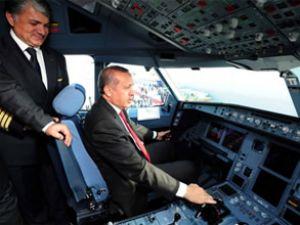 Erdoğan, THY'nin yeni uçaklarını inceledi