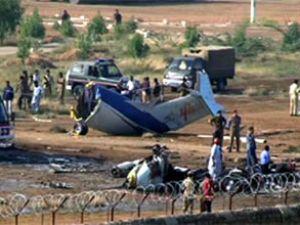Küba ve Pakistan'da uçak kazası: 90 ölü