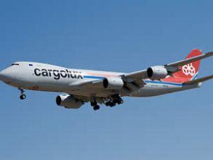 Boeing'in ilk ticari 747-8F kargo uçağı