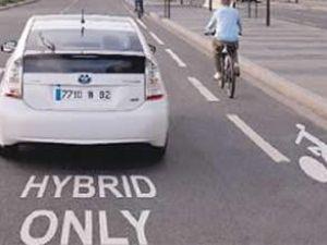 Sürücüler elektrikli otomobile mesafeli