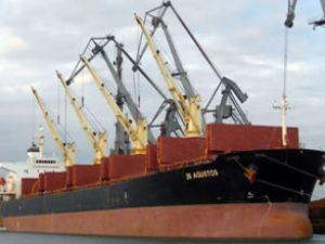Korsanlar Türk bayraklı gemiye saldırdı